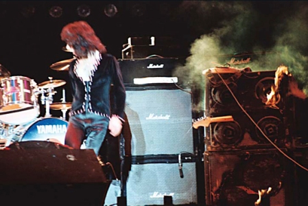 Ritchie Blackmore torches his amplifiers